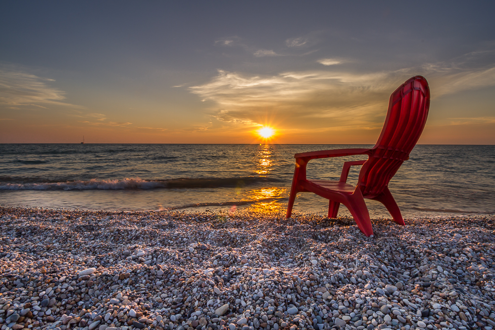 Birds are not the only things that provide beauty along the Great Lakes; the sunsets are simply stunning.